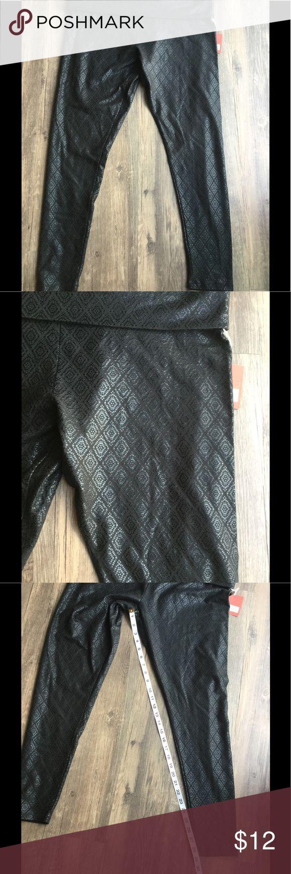Black pattern fold over yoga pants Tone on tone pattern Pants Leggings