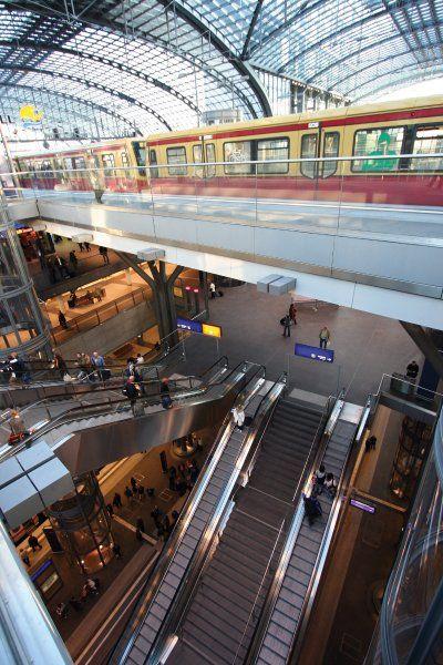 Berlin: Ankunft Berlin-Hauptbahnhof: Natürlich darf auch die Hauptstadt nicht fehlen....