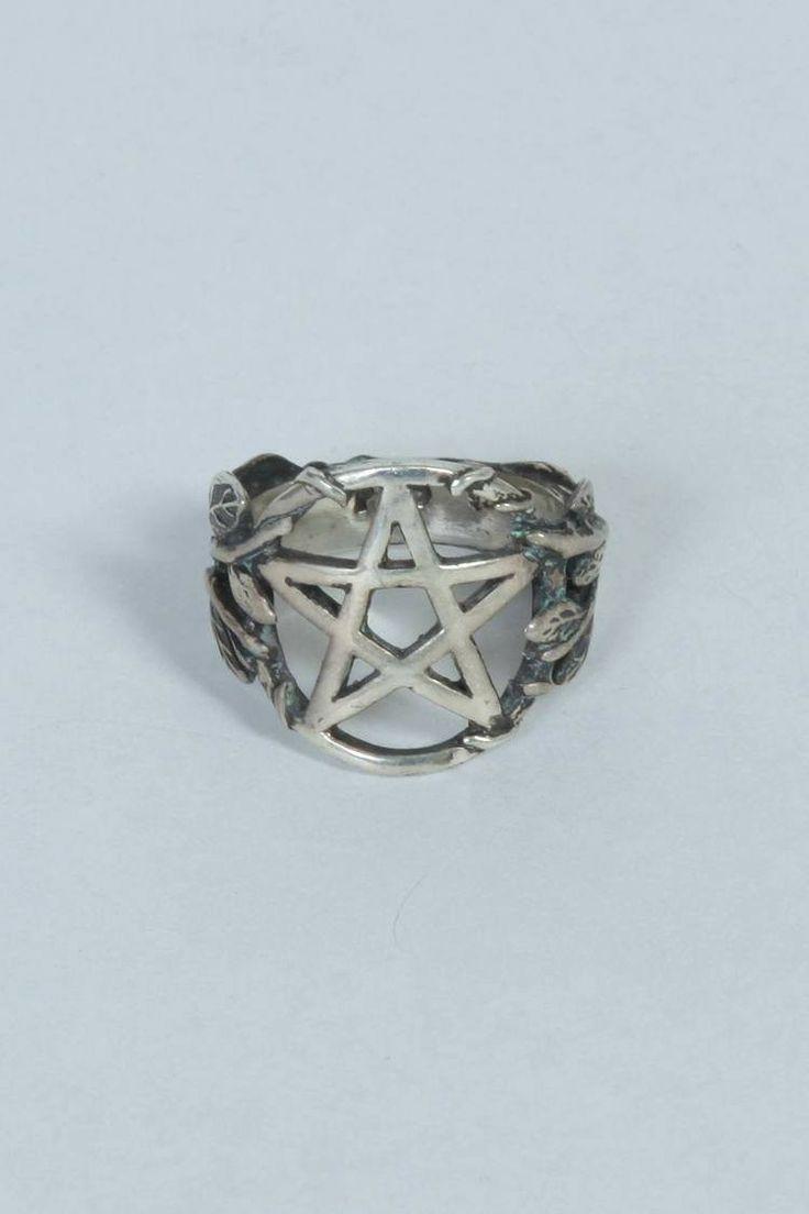 Celestine Eleven Pamela Love I Pentagram Ring I CELESTINEELEVEN.COM #celestineeleven #pamelalove #jewellery
