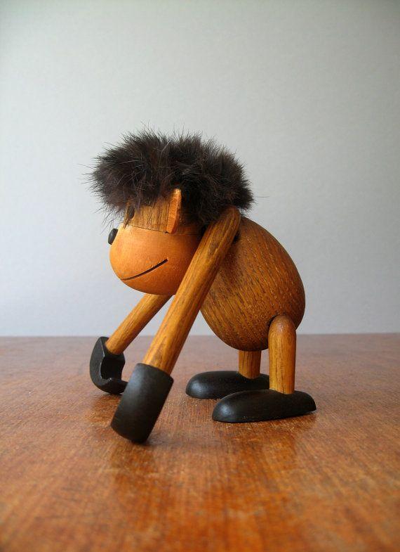 luola tarafından Orta Yüzyıl Ahşap Zoo Line Style Monkey / Ape heykelcik