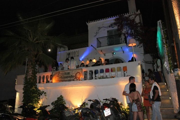 Stavento is one of the most popular clubs in the Old Harbor of Spetses. Choose a cocktail from the catalogue, listen to the Greek and International music from famous DJs while relaxing in the comfortable sofas.  Learn more: http://sail-la-vie.com/discover/l/3475/Stavento_bar_-_Spetses