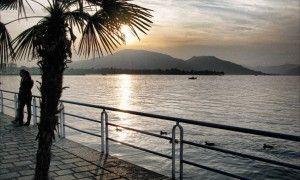 Il romantico lungolago d'Iseo, dal quale si può veder anche Montisola.