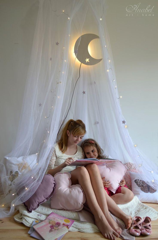 Rincones secretos. Decoración infantil. Child decoration. Lámpara de pared con forma de luna. Moon lamp. Tienda online. Online shop www.anabelarthome.com