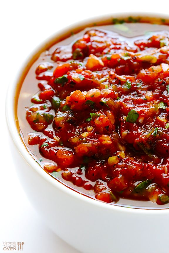 Restaurant-Style Salsa Recipe -- ready to go with easy ingredients in just 5 minutes! | gimmesomeoven.com #mexican #recipe #cincodemayo