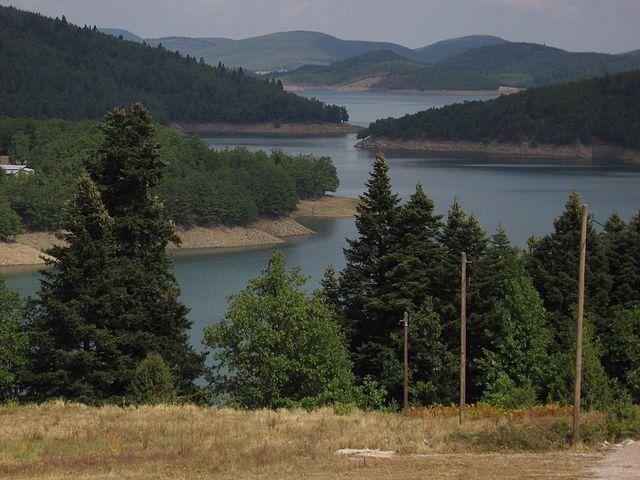 Λίμνη Πλαστήρα είναι λίμνη που βρίσκεται στο οροπέδιο της Νεβρόπολης στο Νομό Καρδίτσας. Είναι τεχνητή λίμνη και το επίσημό της όνομα είναι λίμνη Ταυρωπού.  Σχηματίστηκε το 1959 με την ολοκλήρωση του φράγματος στο νότιο άκρο της επί της αρχής του ποταμού Ταυρωπού ή Μέγδοβα, η δε ιδέα για την κατασκευή της αποδόθηκε στον στρατιωτικό και πολιτικό Νικόλαο Πλαστήρα.