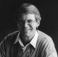 2. Evert Hartman werd op 12 juli 1937 geboren te Dedemsvaart in Nederland. Hij ging in Utrecht geografie studeren.sinds 1992 wijdde hij zich volledig aan het schrijven. Hij is in 1965 getrouwd en had 2 kinderen. Twee maand geleden, op 7 april, is hij op 56-jarige leeftijd overleden.