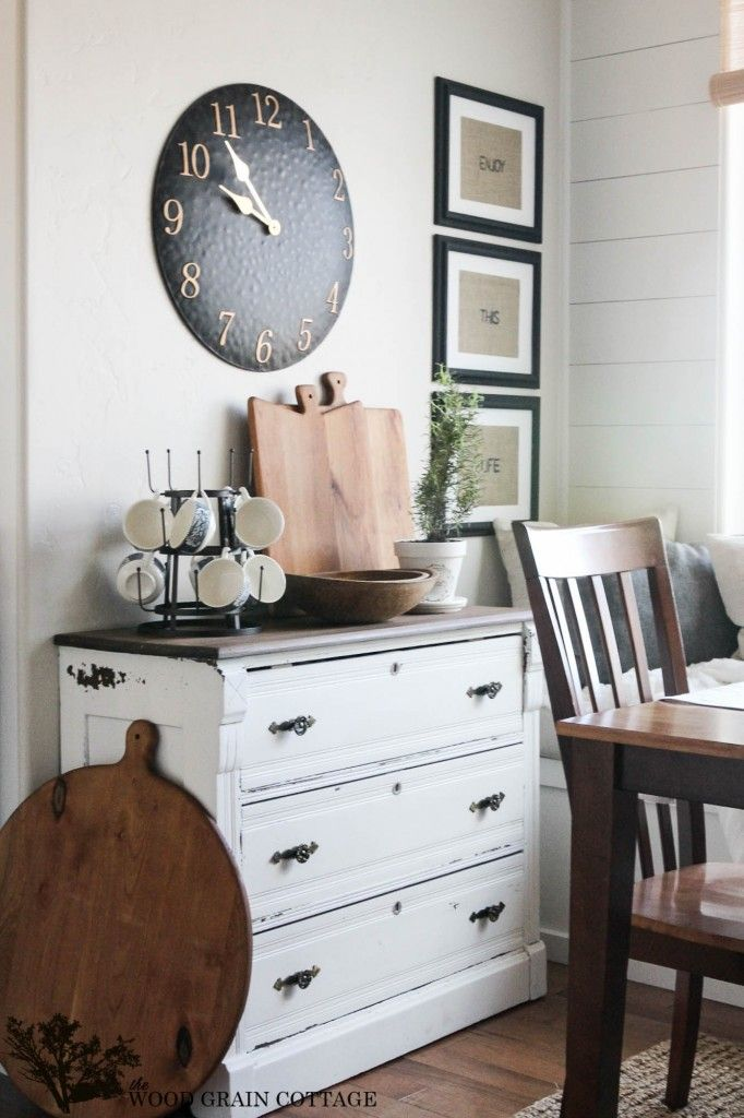 Put the finishing touches on decorating your home for summer with white painted shiplap and rustic decor touches. Blogger The Wood Grain Cottage does a stunning job of incorporating the farmhouse feel into the whole house.