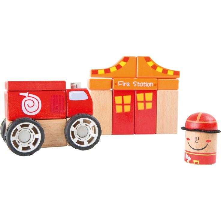 Jucăria educativă din lemn este distractivă și versatilă deopotrivă. Prevazut cu un sistem de asamblare ușor, mașina pompierilor va fi gata pentru a stinge orice foc! Copiii pot de asemenea stivui cărămizile pentru a construi o clădire de pompieri.