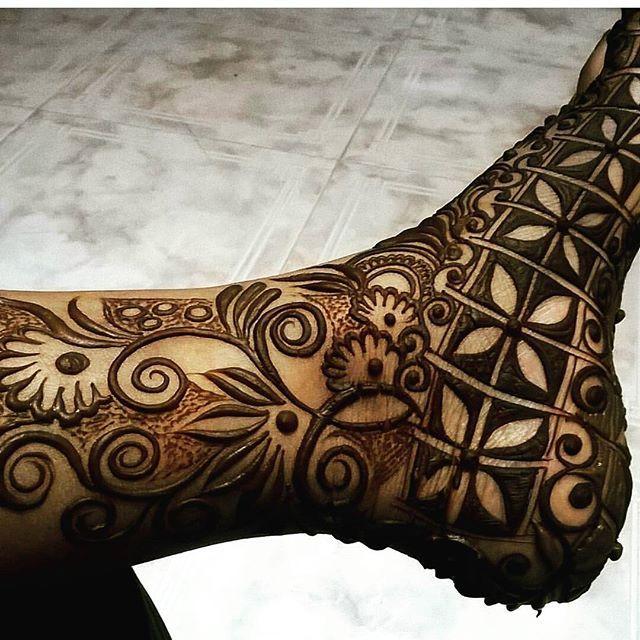 Beautiful leg mehendi