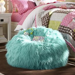 I love everything about this beanbag! The color, the plushiness, and the fluffiness!