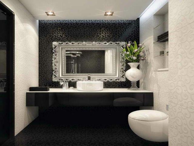 Miroir de salle de bain à l'encadrement design glamour
