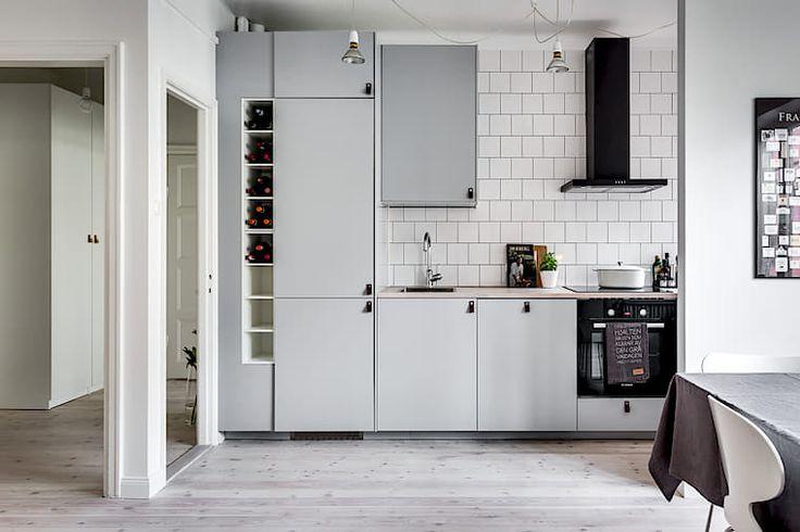 Stilrent och funktionellt kök med bra arbets- och förvaringsutrymme