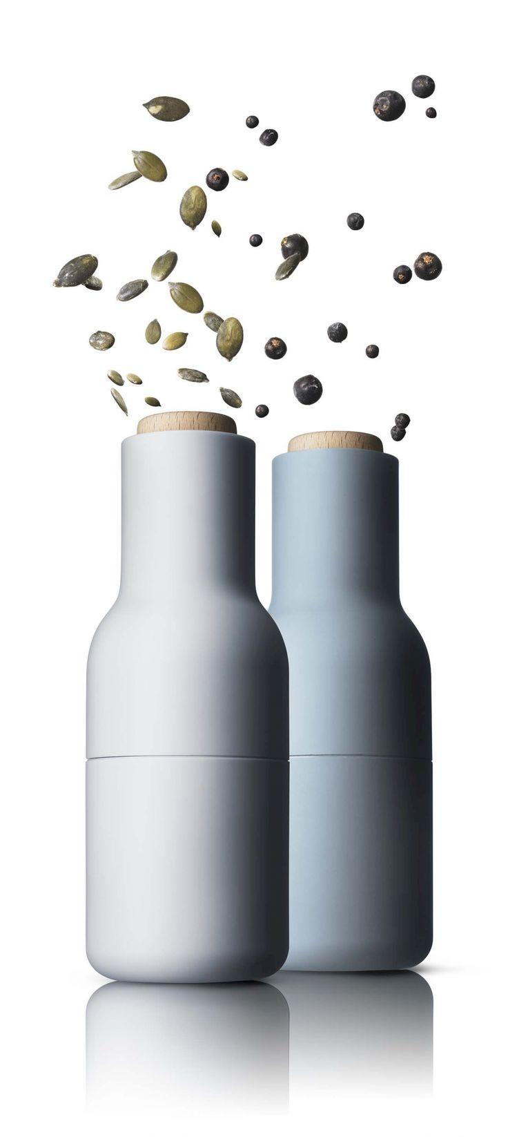 Zestaw młynków do przypraw (Blue) - DECO Salon. Simple, minimalist shape and pleasant colors, enrich each tableware. #menu #kitchenaccessories #kuchnia #pepper #salt #design