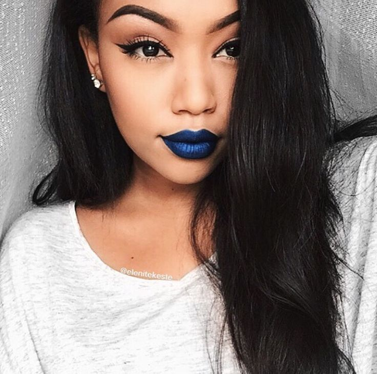 Can we just sit down and talk about how when she wears blue lipstick she looks like a goddess, However if I tried that I would look like a lab experiment gone wrong. WTF?
