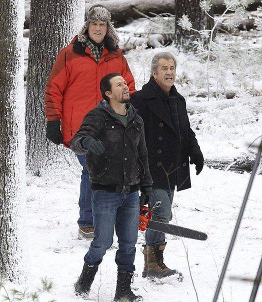 Мел Гибсон, Марк Уолберг и Уилл Феррелл на съемочной площадке сиквела нашумевшей комедии «Здравствуй, папа, Новый год!».