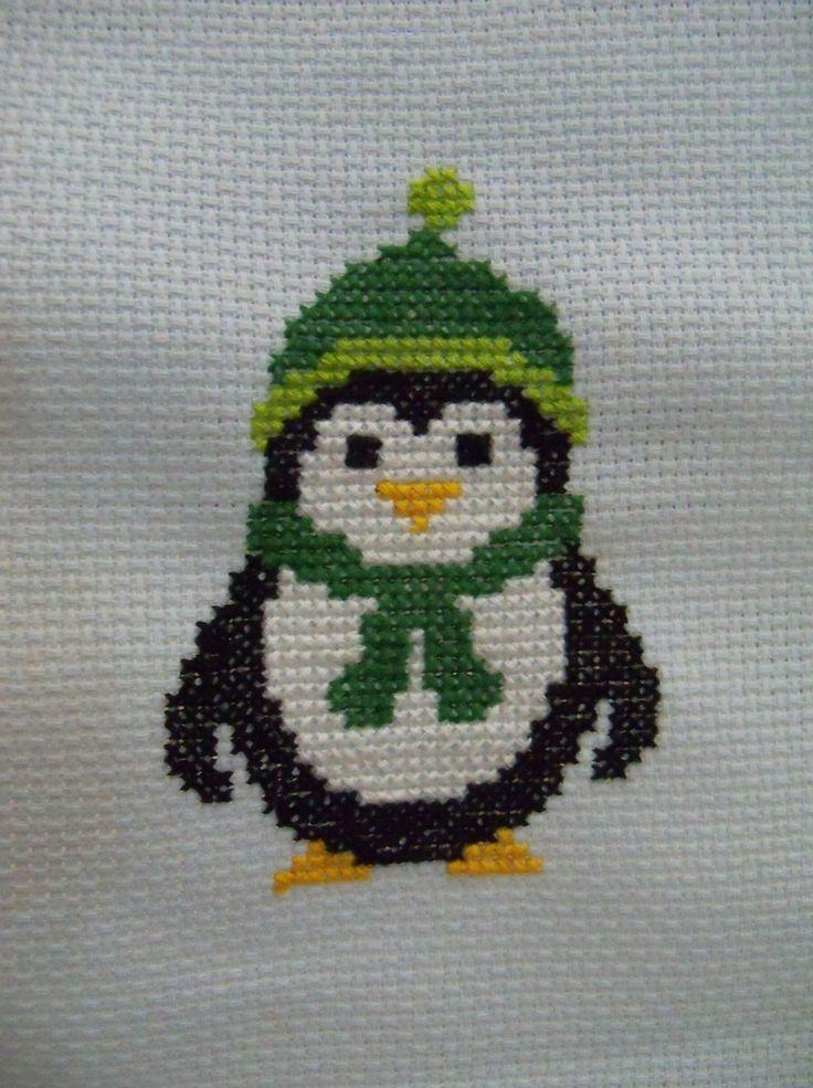 Vista Frontal del Pinguino Bordado en Punto de Cruz (cross stitch)
