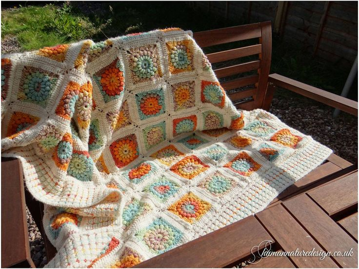 Soft crocheted blanket/throw - granny sunburst square / Mieciutki, szydelkowy kocyk ('granny sunburst square')