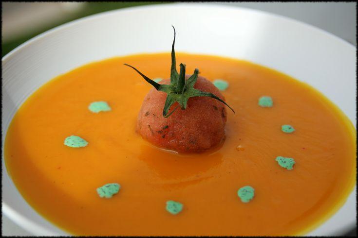 Velouté de potimarron au piment d'espelette, sorbet de tomate à la menthe
