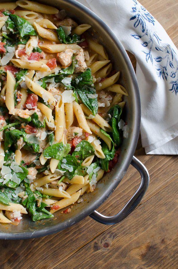 One-Pot Chicken Spinach Skillet Pasta #onepot #30minutemeal #pasta