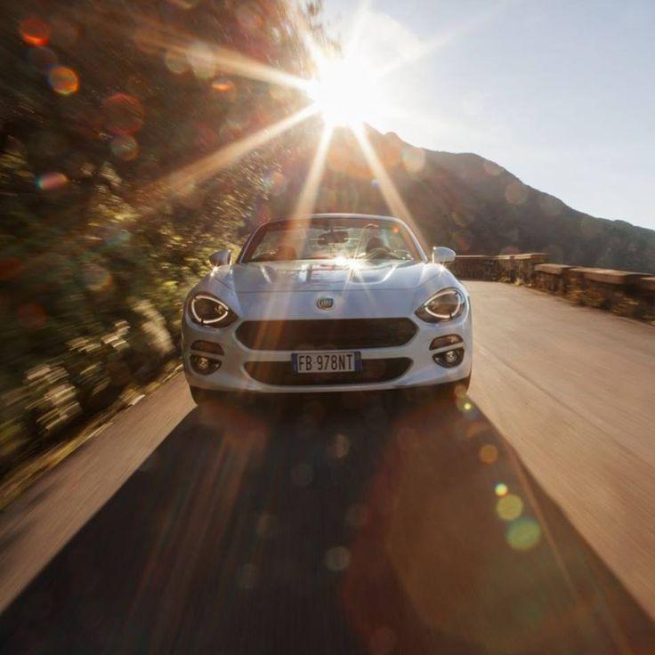 Nowy #Fiat124Spider łączy ze sobą klasyczny włoski styl i czystą przyjemność z jazdy. http://www.fiat.pl/124-spider