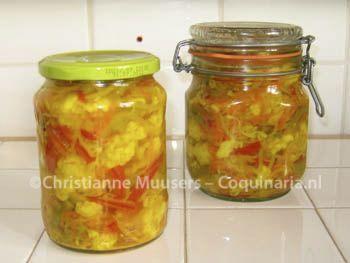 Indonesisch zoetzuur van groenten Extra recept bij Babi panggang Atjarofacharbetekent ongeveer 'kruidig ingemaakt in (zoet)zuur'. Het is oorspronkelijk een Perzisch woord, maar komt …