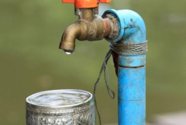 Si pour l'énergie, il est tout à fait possible de choisir librement son fournisseur, ce n'est pas le cas pour l'eau. Qui est donc responsable du choix du fournisseur d'eau d'un foyer ? Faisons le point.