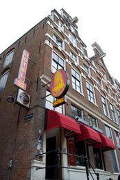 """Hotel Torenzicht Amsterdam  Description: Hotel Torenzicht is een budget hotel gelegen in het centrum van de """"Wallen"""". Het hotel ligt aan de gracht en is gevestigd in een typisch oud Amsterdams gebouw minder dan 5 min. lopen van het Centraal Station en de Dam. Op de Wallen zul je sommige dingen misschien opmerken die je in je eigen buurt niet snel zult vinden zoals vele coffeeshops Live sex shows clubs bars en girls! De hotelbar heeft een vriendelijke sfeer en is (voor gasten) open 24 uur per…"""