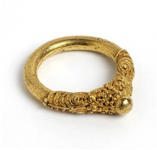 Gold ring, Europe 9th century.