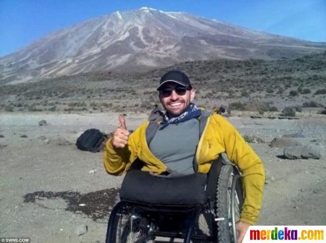 """""""Aku ingin mendaki Kilimanjaro bukan hanya untuk menguji kemampuanku, tetapi juga untuk menginspirasi orang lain agar mereka mampu mengatasi semua halangan yang mereka hadapi. Melakukan ini akan memberikan pesan yang kuat agar orang-orang mempercayai kemampuan mereka dan percaya pada orang lain. Aku bisa sampai di sini karena bantuan banyak orang,"""" katanya, seperti dilansir Daily Mail."""
