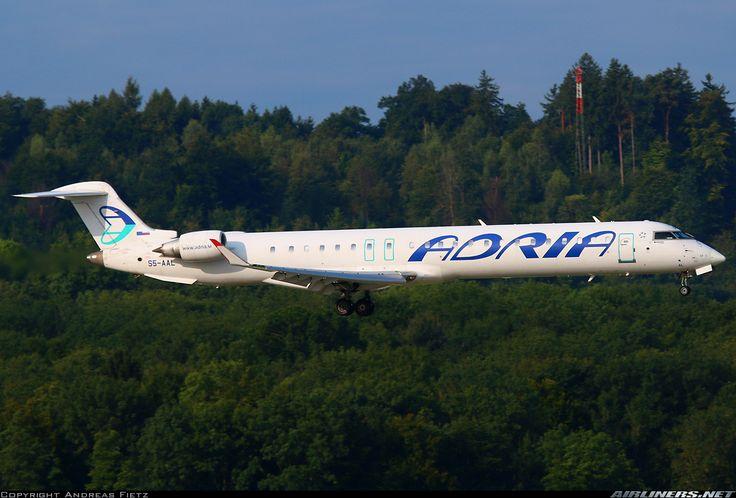 Adria Airways Bombardier CRJ-900 (CL-600-2D24) S5-AAL on final approach to Zürich-Kloten, August 2017. (Photo: Andreas Fietz)