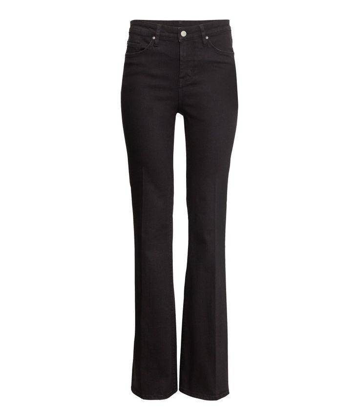 Utsvängda svarta jeans med hög midja / Flared black jeans with high waist  Molly Rustas favoriter i butik v. 7  http://nyheter24.se/modette/shopping/789374-molly-rustas-favoriter-i-butik-just-nu