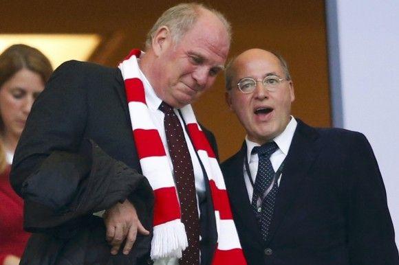 Linke-Frontmann Gregor Gysi und Uli Hoeneß beim DFB-Pokalfinale zwischen den Bayern und Stuttgart. Foto: Reuters.