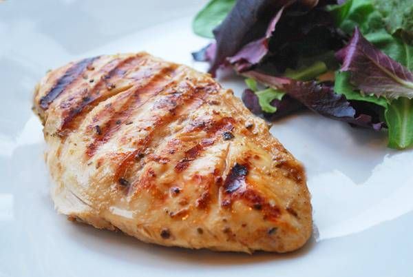 Juicy Grilled Chicken Breast 1 tablespoon olive oil 1 tablespoon balsamic vinegar 1/2 teaspoon kosher salt 1/4 teaspoon black pepper 1 teaspoon onion powder 1 teaspoon garlic powder 1 teaspoon dried oregano 2 boneless, skinless chicken breast halves (total weight 1 pound)