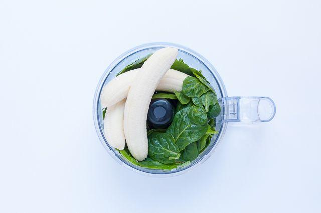 Bananen und Spinat für Smoothie-Muffins