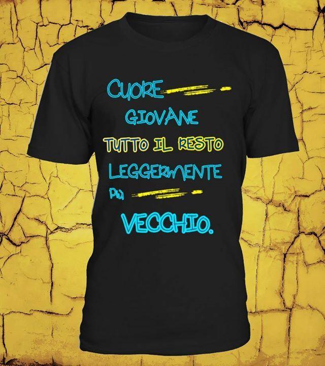 """T-Shirt stampata 100 % Cotone mezza manica """"CUORE GIOVANE TUTTO IL RESTO LEGGERMENTE PIU' VECCHIO """""""
