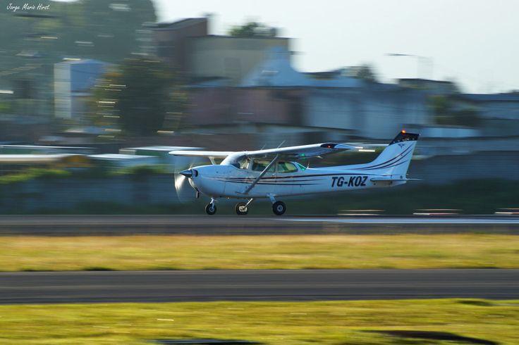 Cessna 172, La Aurora Intl. Airport