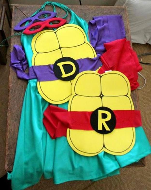 Quick DIY Ninja Turtle Costume | Cute And Creative Halloween Costumes by DIY Ready at http://diyready.com/diy-ninja-turtle-costume-ideas/