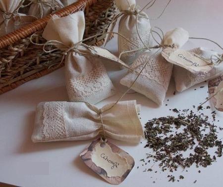 Kellemes illatú és ízű tea kis zsákocskában.  Két főzetre elegendő mennyiséget tartalmaz.