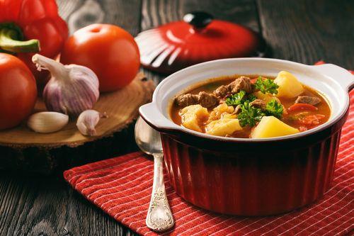 Caldo de carne con patatas, ¡te sentará genial!  #sopasycremas #caldo #caldodecarne #caldodecarneconpatatas #caldoconpatatas #platoscalientes #platosdeinvierno