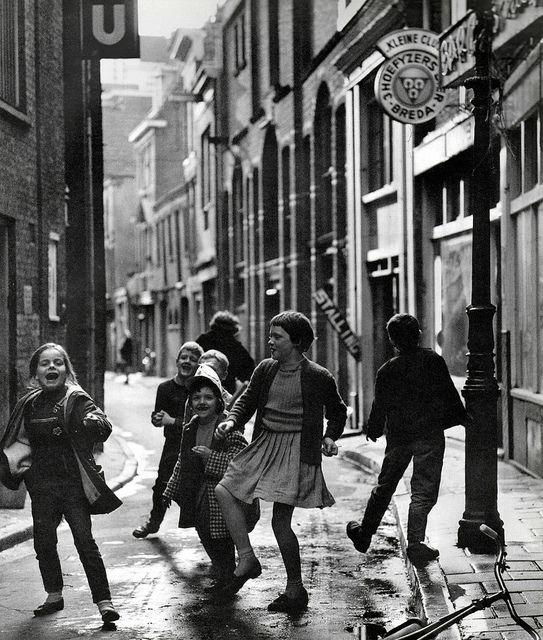 Cas Oorthuys, Kinderen Nes, Amsterdam,    pm 1960