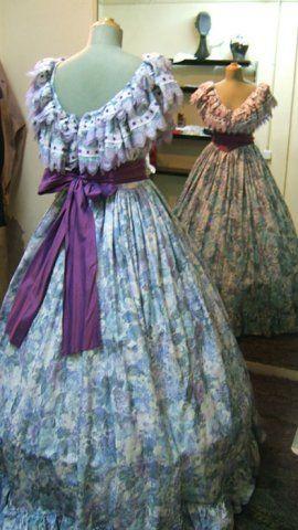 Vestido victoriano siglo diecinueve. En alquiler en una tienda de Barcelona.