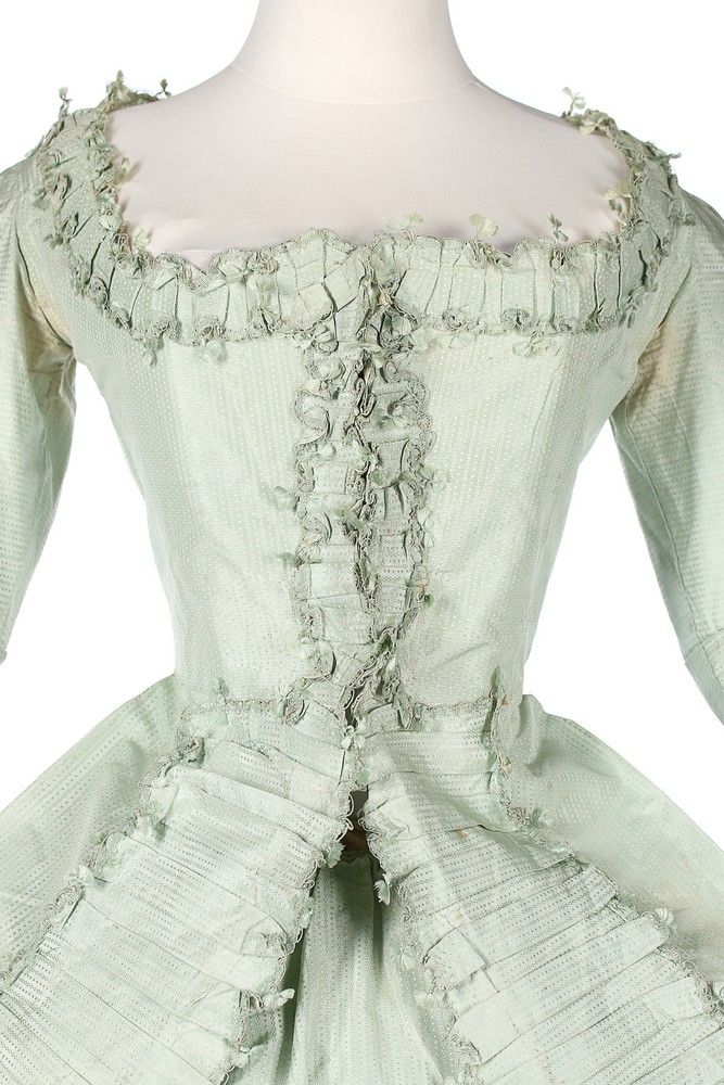 "Detail front, robe ""Circassienne"", worn à la polonaise, France, ca. 1780. Peppermint-green silk taffeta, fabric trim with fly-braid edged robings."