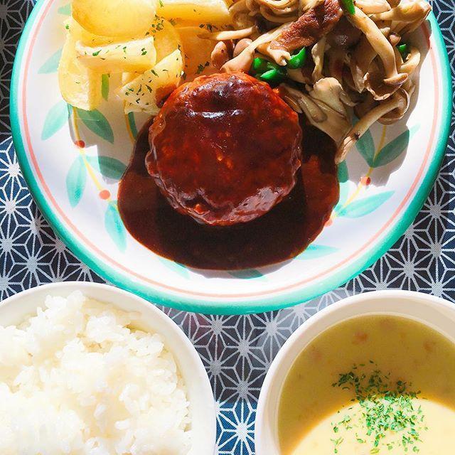 #肉#きのこのバターソテー#ハンバーグ#チーズインハンバーグ#フライドポテト#コーンスープ#ランチ#ブランチ#lunch#BRUNCH#今日のごはん#休日ごはん#料理#cooking#yummy#delicious#美味しい#foodstagram#Japan #チーズ#cheese#Hamburg #新米 #soup#カフェ