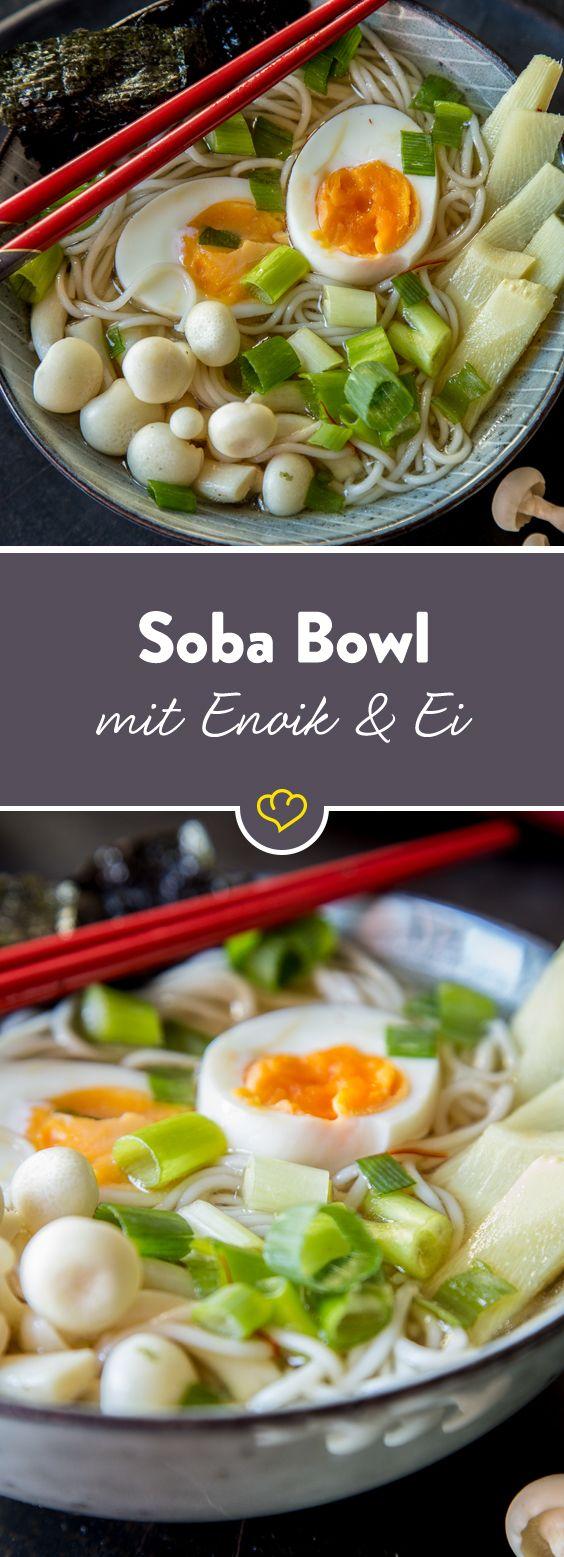 Dieses Rezept zaubert dir Japan-Feeling in nur 25 Minuten auf den Teller! Wer freut sich bei Dauerregen nicht über eine warme Brühe mit Soba-Nudeln?