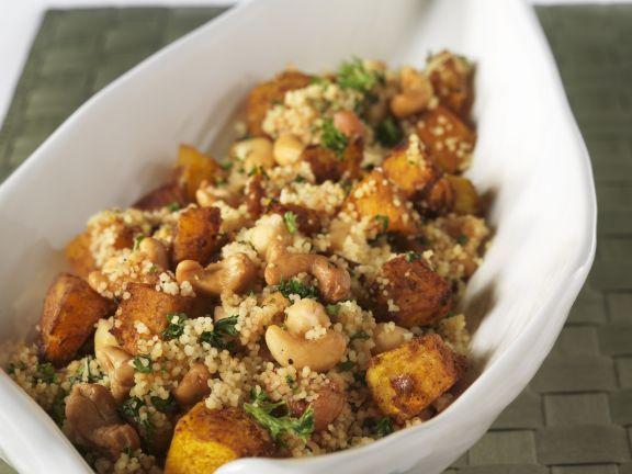 Couscous mit Cashewkernen und Kürbis ist ein Rezept mit frischen Zutaten aus der Kategorie Getreide. Probieren Sie dieses und weitere Rezepte von EAT SMARTER!