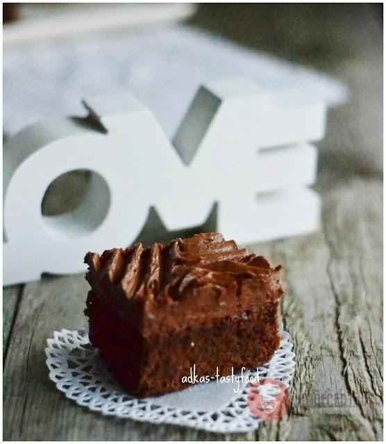 Ďalšie obľúbené recepty: Pomarančovo-orechová torta s čokoládovým krémom Fotorecept | Brownies s arašidovým krémom Tartletky s citrónovým a čokoládovým krémom Bigné s čokoládovým krémom Fotorecept| Bezlepkové brownies FotoRecept | Margot rezy s banánovým krémom Šikovné krájanie cibule Čokoládové brownies Tip na nedeľný obed | Paradajková kapusta s fašírkami z muffinovej formy a Čoko-tekvicové brownies Na  …  Continue reading →
