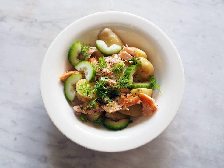 Potetsalat med varmrøkt laks