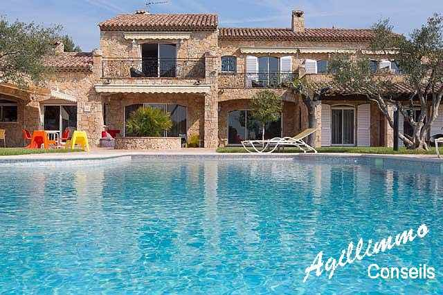 Propriété avec Gîtes et Chambres du0027hôtes FIGANIERES Villas - location maison avec piscine dans le var