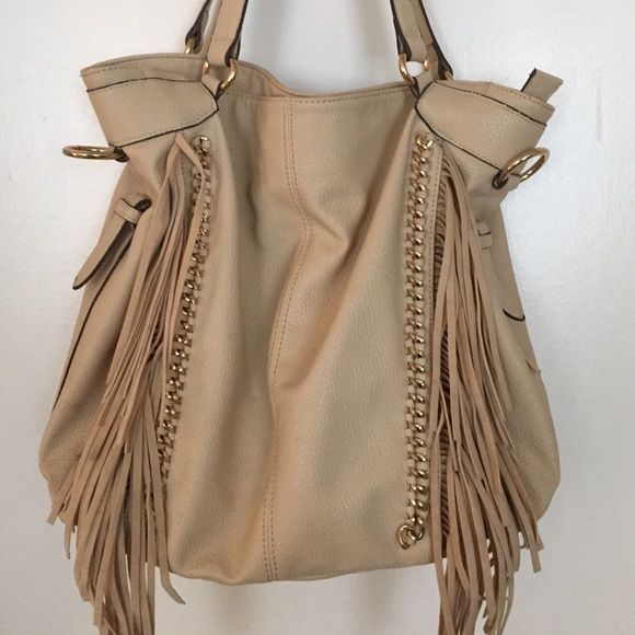 Fringe Jessica Simpson purse Jessica Simpson bag in good condition. Has very cute fringe detailing. Open to reasonable offers. Jessica Simpson Bags Hobos