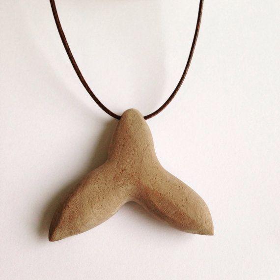 ciondolo legno coda balena collana gioiello naturale di BoisetRois